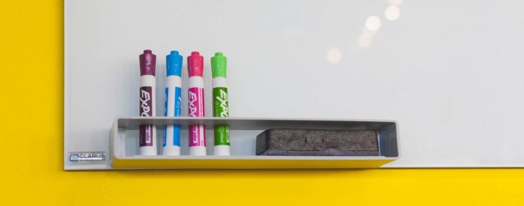 Tafel mit Stiften